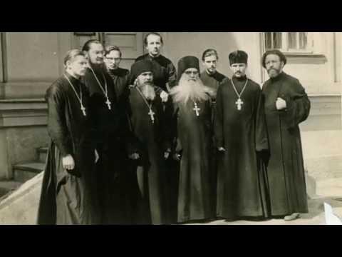 Духовенство Ташкентской епархии. В центре архим. Борис (Холчев), справа от него - дьякон Павел Адельгейм, крайний справа - дьякон Василий Куликов. Ташкент. 1960