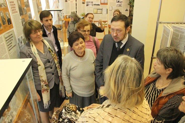 Дмитрий Иванов рассказывает об экспонатах выставки