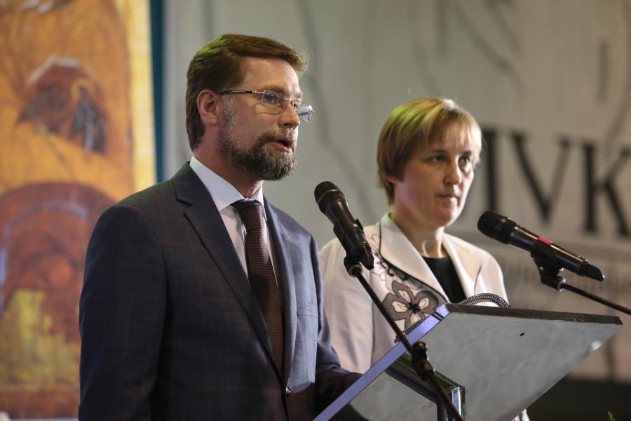 Ведущие открытия - Дмитрий Гасак, председатель Преображенского братства, и Юлия Балакшина