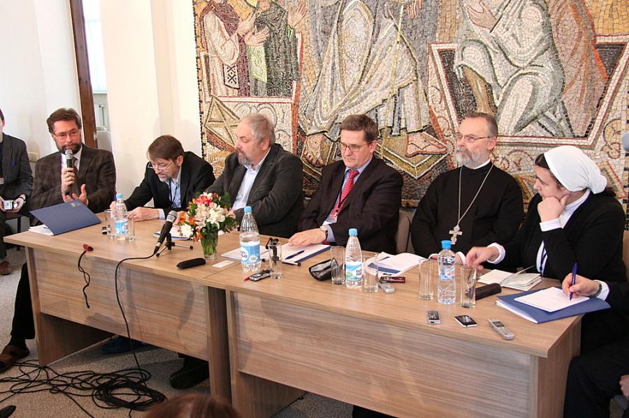 Слева направо: Д. Гасак, А. Журавский, Ф. Разумовский, В. Лавренов, о. Георгий Кочетков, А. Шмаина-Великанова