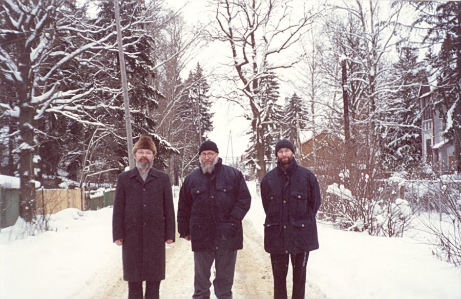 Священник Георгий Кочетков, епископ Серафим (Сигрист) и Дмитрий Гасак. Посёлок Фирсановка, Московская область, 2001 год