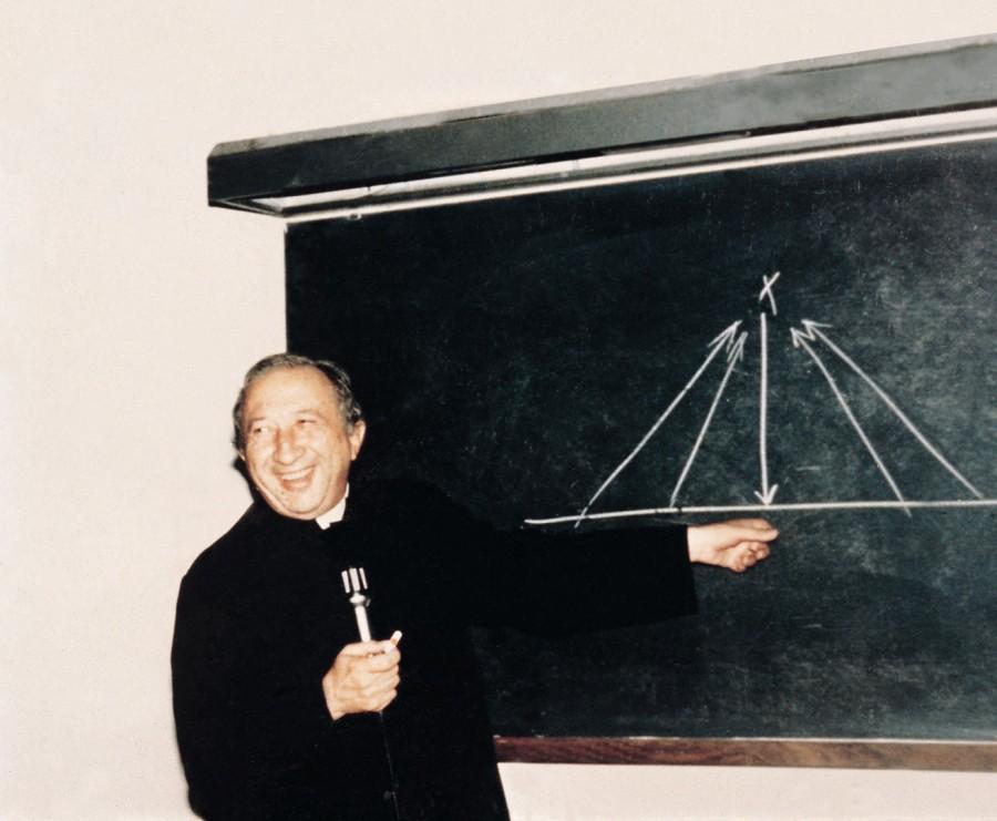Луиджи Джуссани (1922 – 2005) основатель католического движения «Comunione e Liberazione» («Общение и освобождение»)