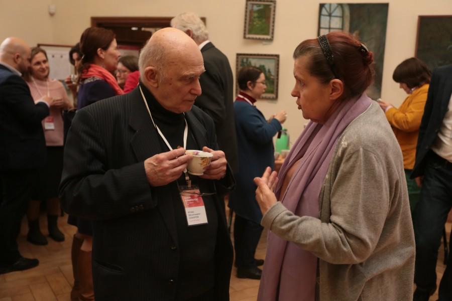 Руководитель Центра генеалогии Российской национальной библиотеки Игорь Сахаров и графиня Елизавета Апраксина