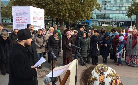 Сегодня на улицах Москвы и еще 16 городов помолятся о жертвах советских репрессий