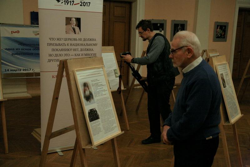 В центре – Вячеслав Битюцкий, председатель воронежского отделения общества «Мемориал»
