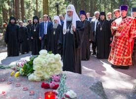 Патриарх Кирилл освятил храм на Левашовском кладбище