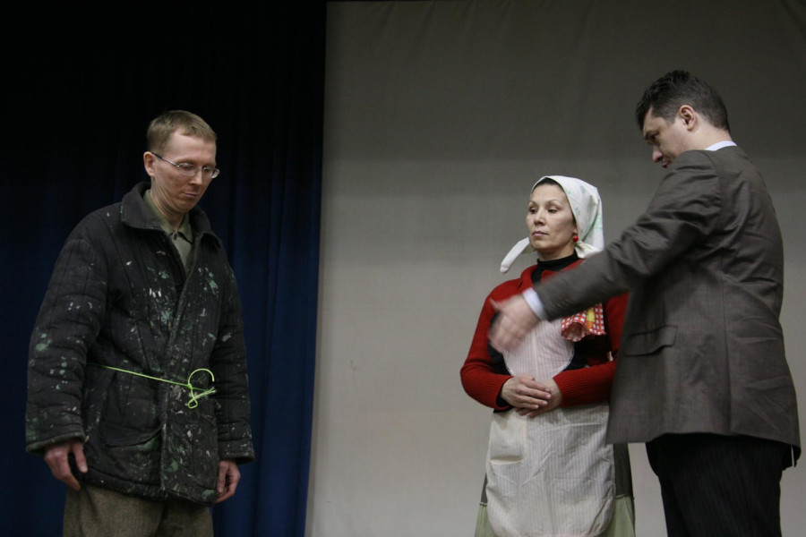 Спектакль по мотивам рассказа А.П.Чехова «Нищий». В ролях -- братья и сестры Свято-Екатерининского братства
