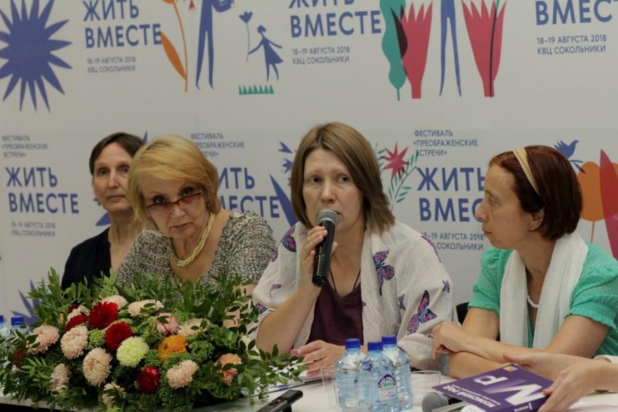 В центре – Ольга Синицына