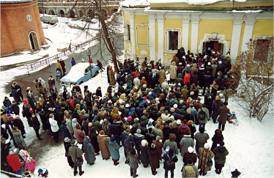 Первая литургия после снятия прещений. Высоко-Петровский монастырь. Торжество Православия, 2000 г.