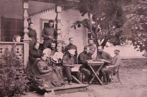 Н. Н. Неплюев с членами братства