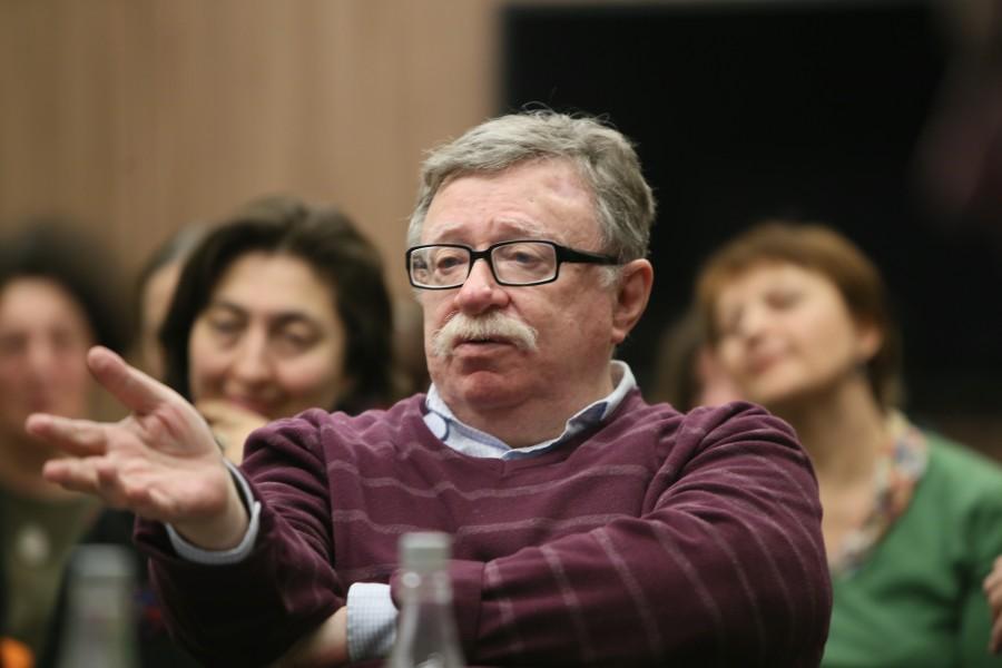 Руководитель центра комплексных социальных исследований института социологии РАН Владимир Петухов