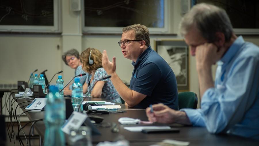 Йорг Люер (в центре), сопредседатель фонда Максимилиана Кольбе