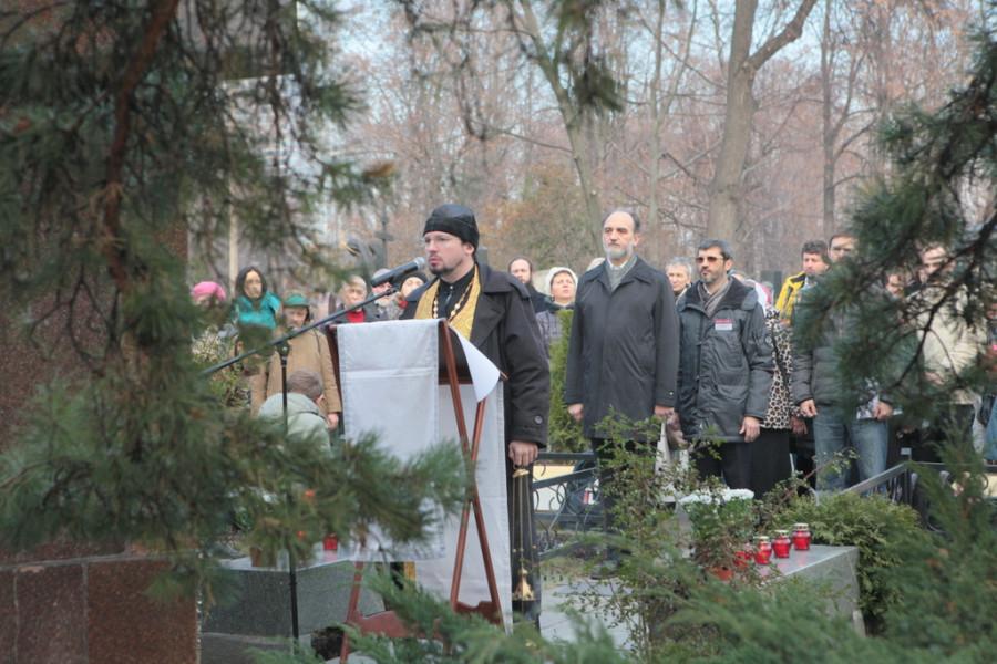 Лития на Ваганьковском кладбище, служит о. Сергий Матюшин