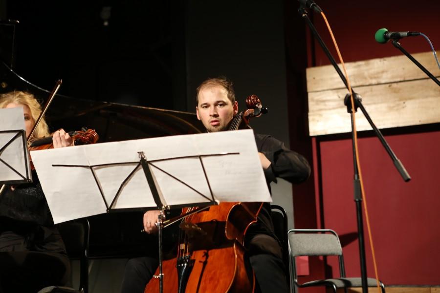 Владислав Провотарь (виолончель), лауреат международных конкурсов, солист ансамбля «Эрмитаж»