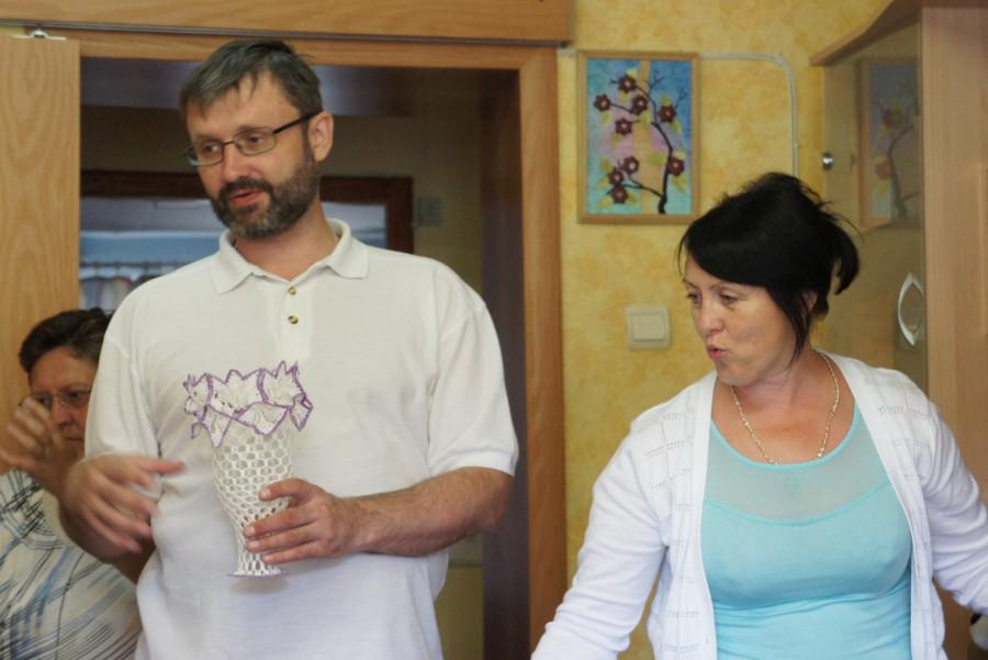 На память нам подарили вазочку, сделанную своими руками