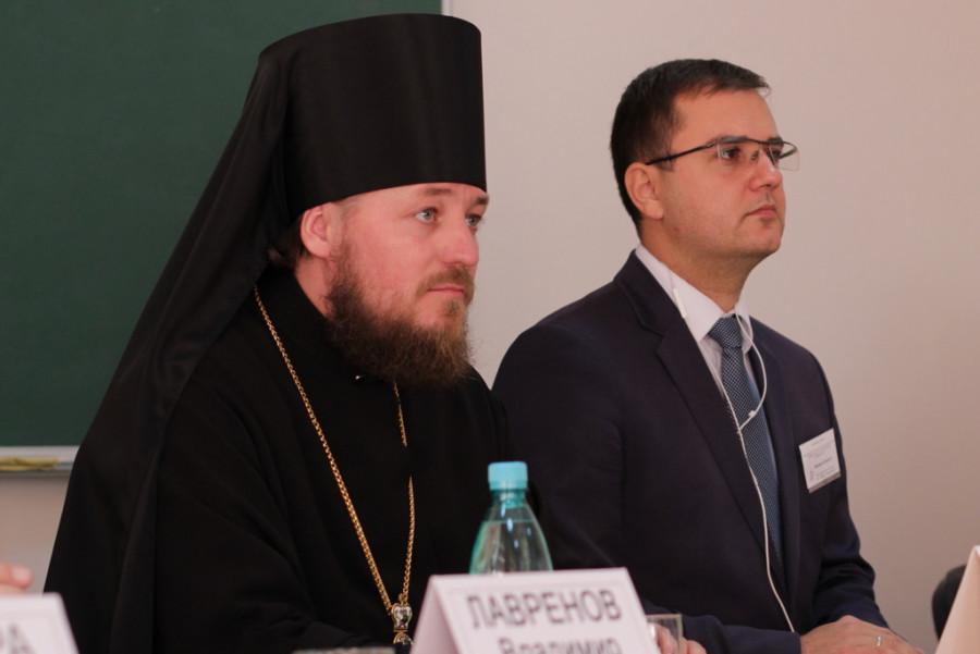 Епископ Иоанн (Мошнегуцу), ведущий конференции Михаил Попеску