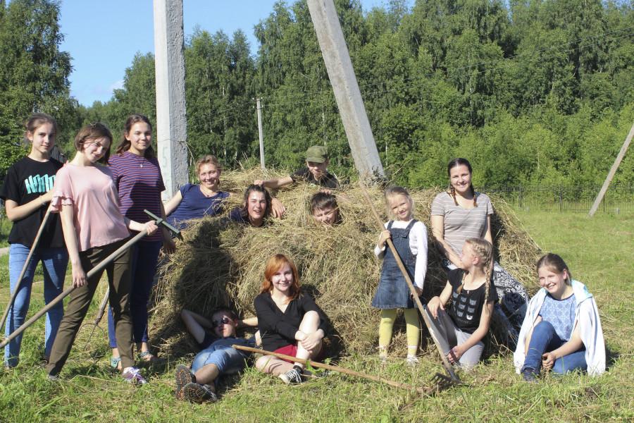 Уборка сена в селе Завражье (Костромская область)