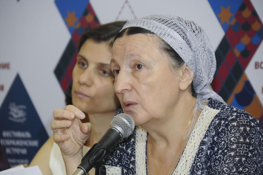 Ирина Елисеева, сотрудник Богословского колледжа при СФИ; матушка Ольга Юревич