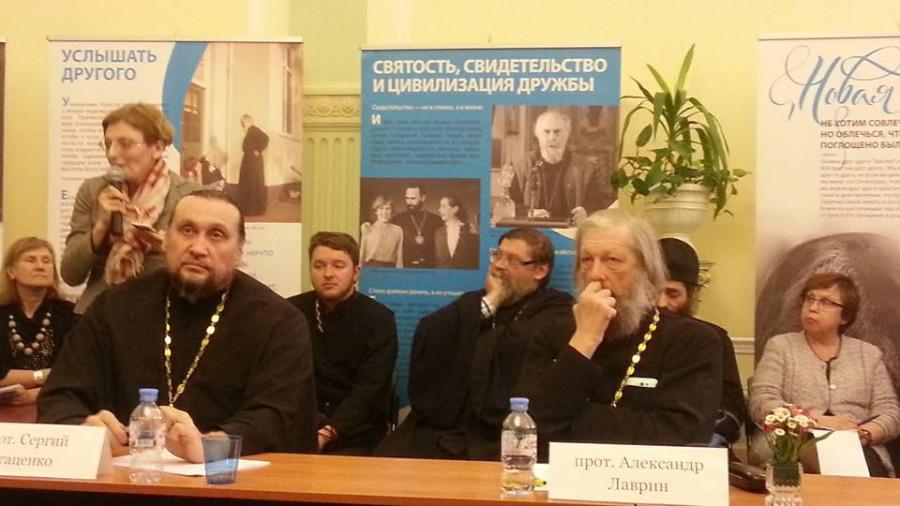 священники-участники круглого стола