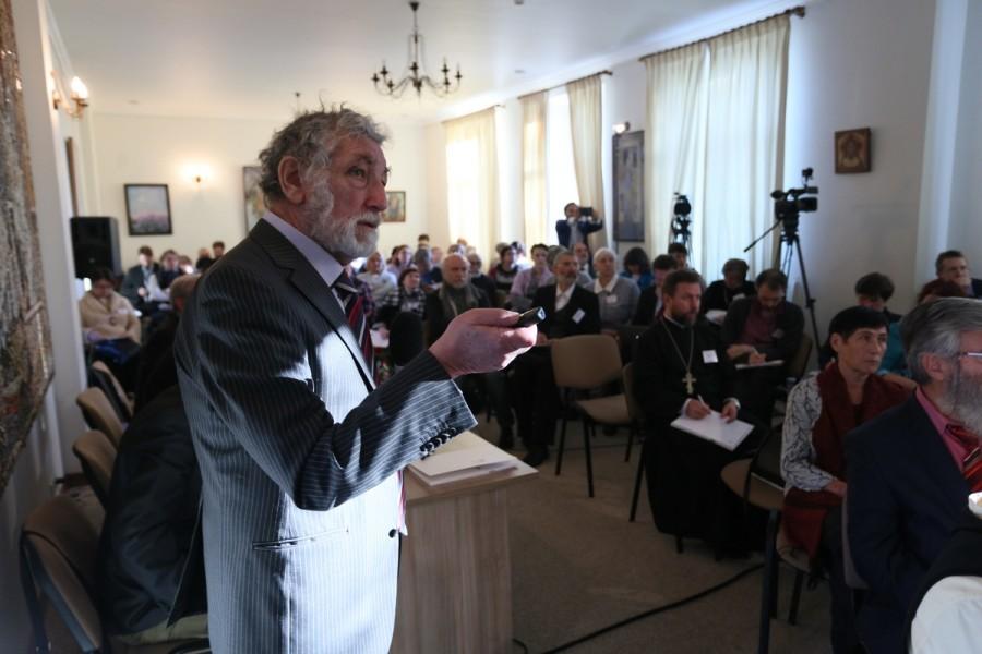 Анатолий Вишневский, д. э. н., директор Института демографии НИУ ВШЭ (Москва) выступает с докладом «Демографические итоги послереволюционного столетия»