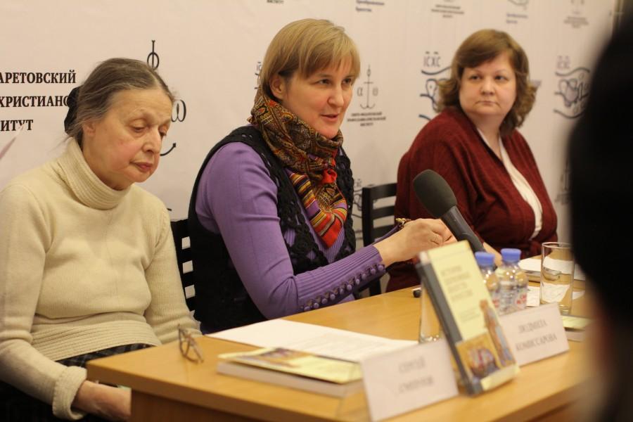 В центре – Юлия Балакшина