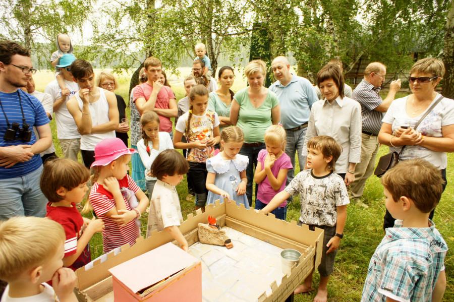 Экскурсия для гостей по лагерю