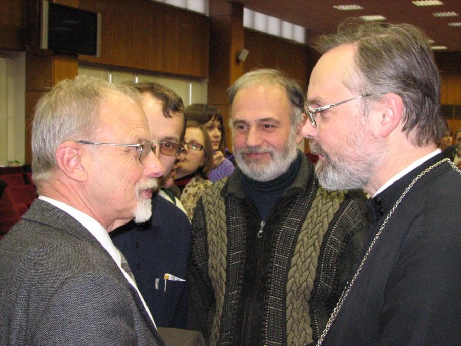 С Никитой Струве (крайний слева) на актовом дне Свято-Филаретовского института. 2006 год