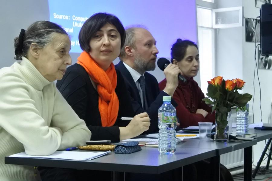 В центре – Анна Алиева и Михаил Сергиевич