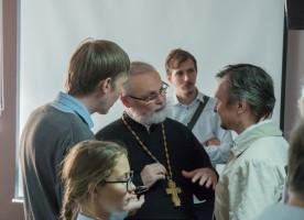 «Церковь и общество должны отказаться от взаимных обвинений и вступить в диалог»