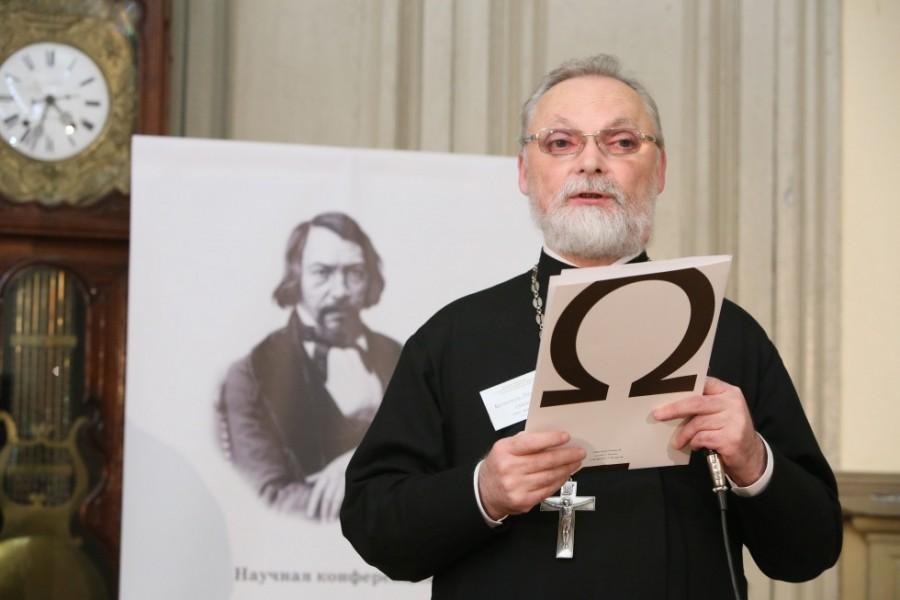 Ректор Свято-Филаретовского православно-христианского института кандидат богословия профессор священник Георгий Кочетков