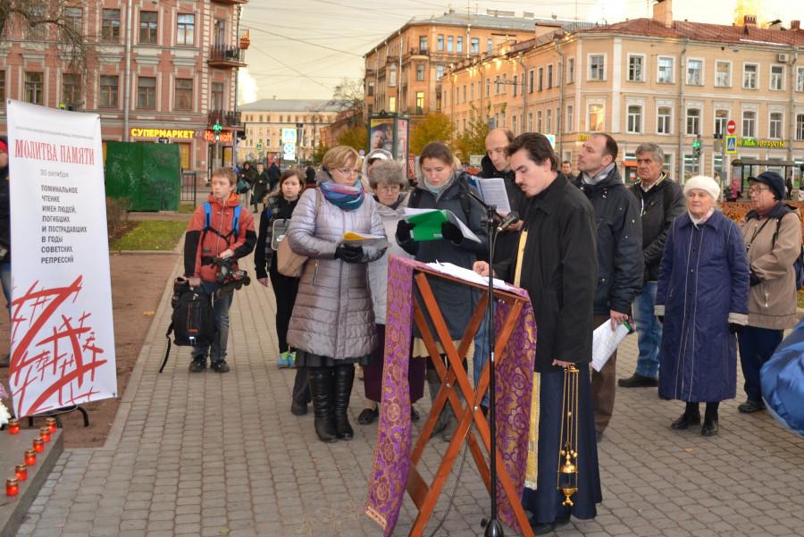 На площади Тургенева, прежнее название площади - Покровская