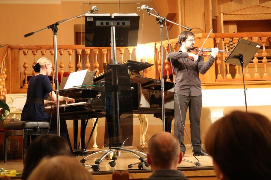 Дипломант международного конкурса Армен Вартанян (скрипка), лауреат международного конкурса Полина Бойко  (фортепиано)