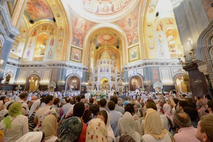 Члены Преображенского братства на литургии в храме Христа Спасителя. Фото: psmb.ru