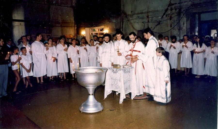Крещение в соборе Успения Пресвятой Богородицы в Печатниках на Успение 1994 года