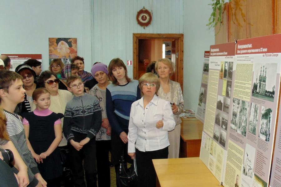 Экскурсию проводит представитель КПФ «Сретение» О. Тушина
