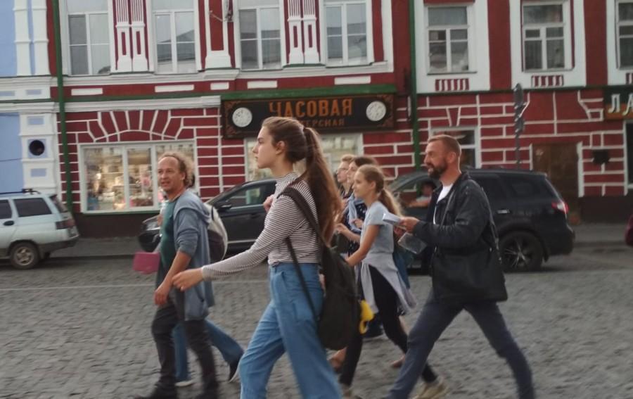 Прогулка с Митей Кузнецовым (слева), фолк-музыкантом, композитором, который возвращает исторический облик центру города Рыбинск