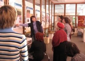 Сестры милосердия Архангельска посетили выставку «Неперемолотые»