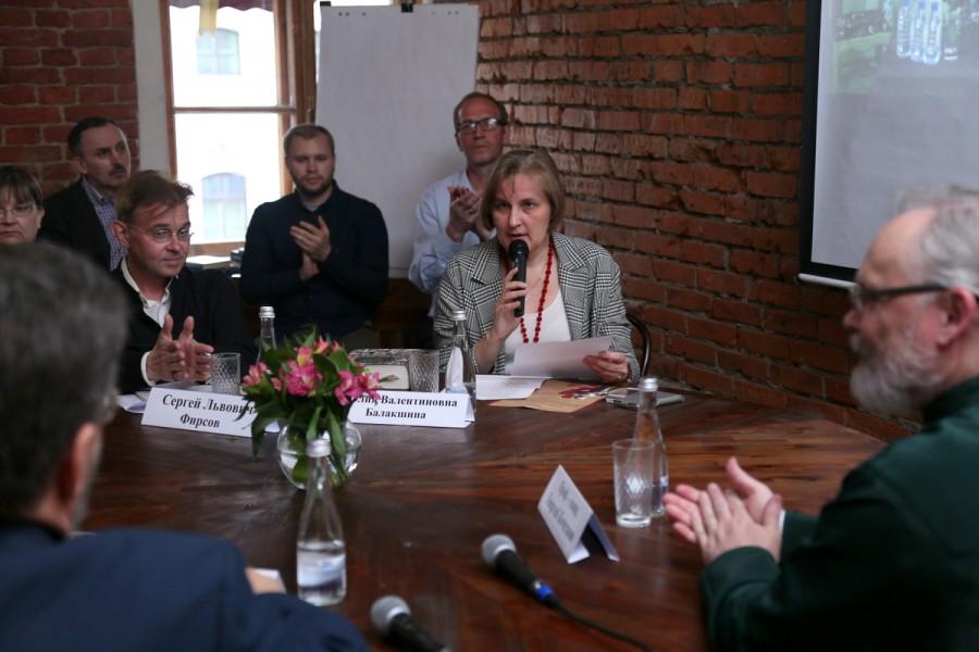 Юлия Балакшина, д.филол.н., ученый секретарь СФИ, ведущая круглого стола в Санкт-Петербурге