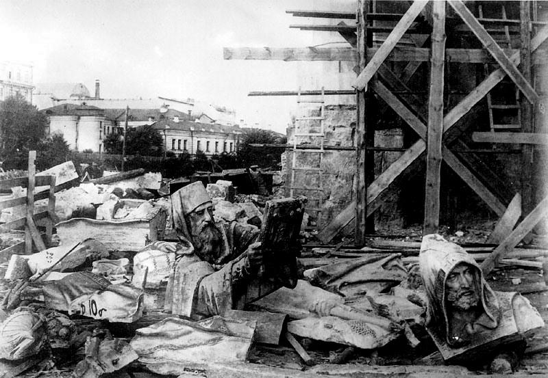 Разрушение храма Христа Спасителя в Москве. 1931 г.