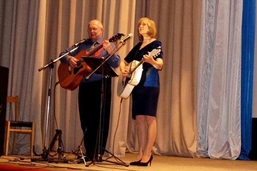 Исполнители авторских песен Александр Рогушин и Светлана Семпокрылова