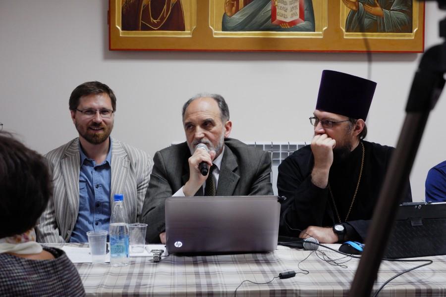 Слева направо: ведущий семинара Андрей Васенёв, Александр Копировский, председатель Епархиального миссионерского отдела иерей Антоний Русакевич