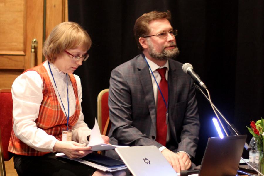 Лидия Крошкина, соавтор концепции выставки памяти м. Марии; Дмитрий Гасак, председатель Преображенского братства