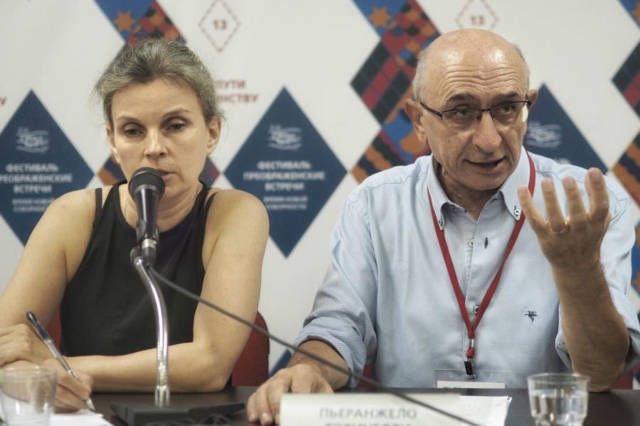 Елена Майзиль, переводчик; Пьеранжело Торричелли, представитель Ассоциации трудящихся христиан Италии