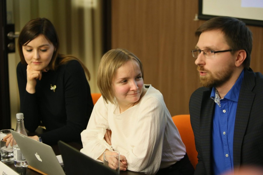 Ведущие эксперты Аналитического центра s-t-o-l.com Мария Портнягина и Ольга Солодовникова, главный редактор медиапроекта s-t-o-l.com Андрей Васенев