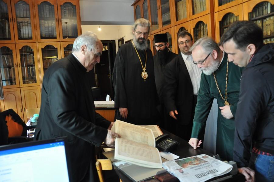С викарным епископом Исихием в библиотеке патриархии