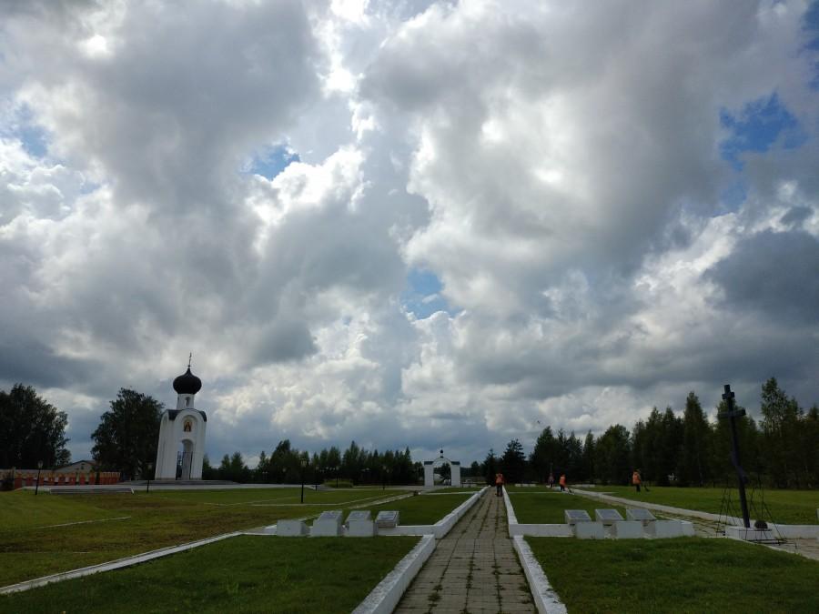 Военный мемориал, советское захоронение. Ржев, Тверская область