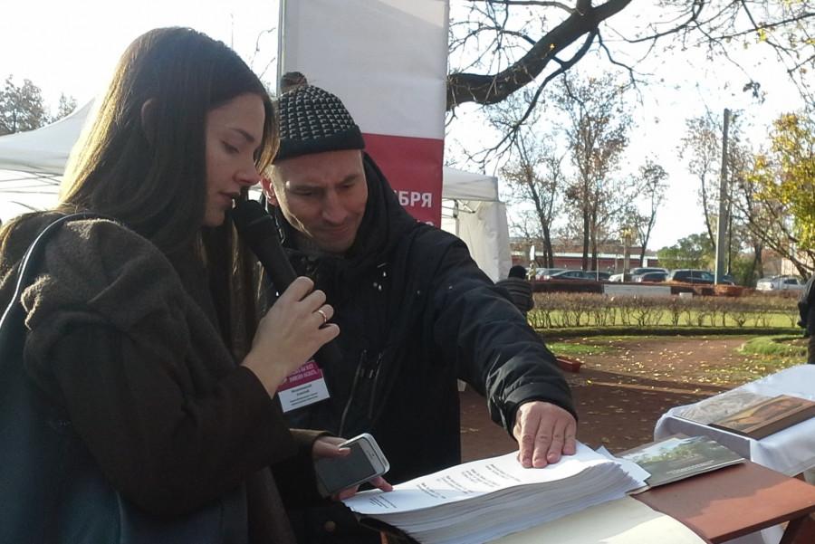 Актриса Елизавета Боярская читает имена репрессированных петербуржцев