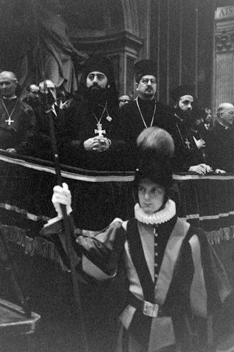 О. Виталий Боровой (в центре) на II Ватиканском соборе
