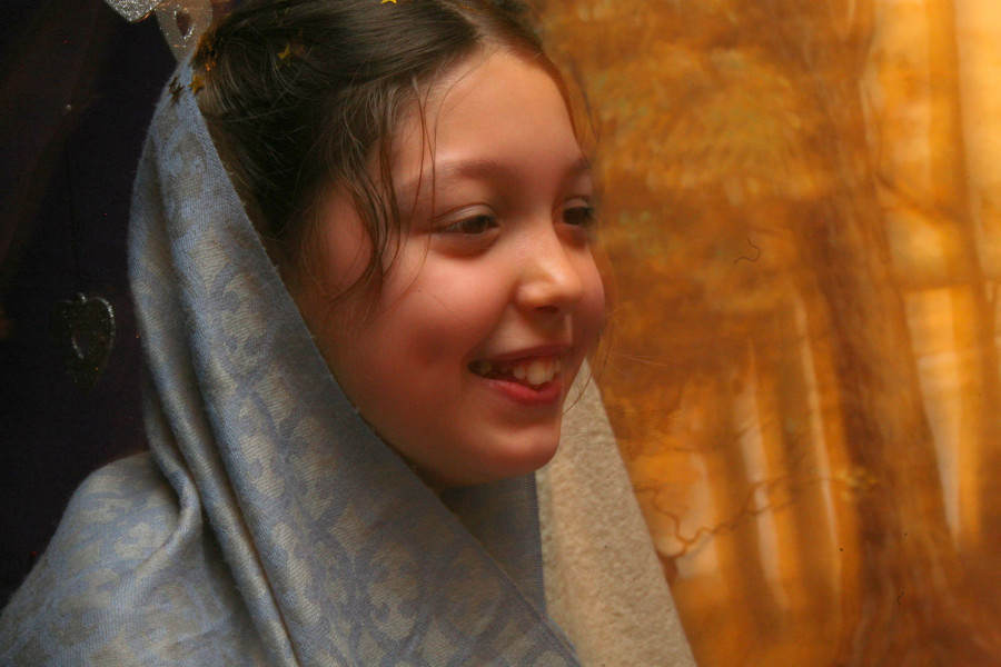 Зарина в роли Марии.