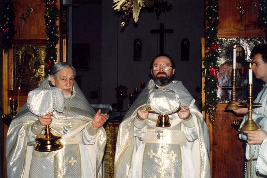 Протопресвитер Виталий Боровой и священник Георгий Кочетков. Божественная литургия в храме Успения в Печатниках, 1996 год